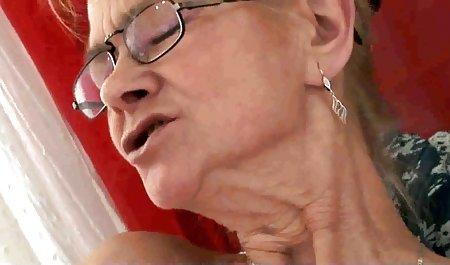 Pawang bokep shoplyfter full ditawarkan uang untuk seks dan dia tidak bisa mengatakan tidak