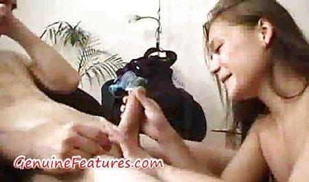 Seksi mengisap kemaluannya sebelum bokep viral tante dan keponakan bercinta di kamar mandi